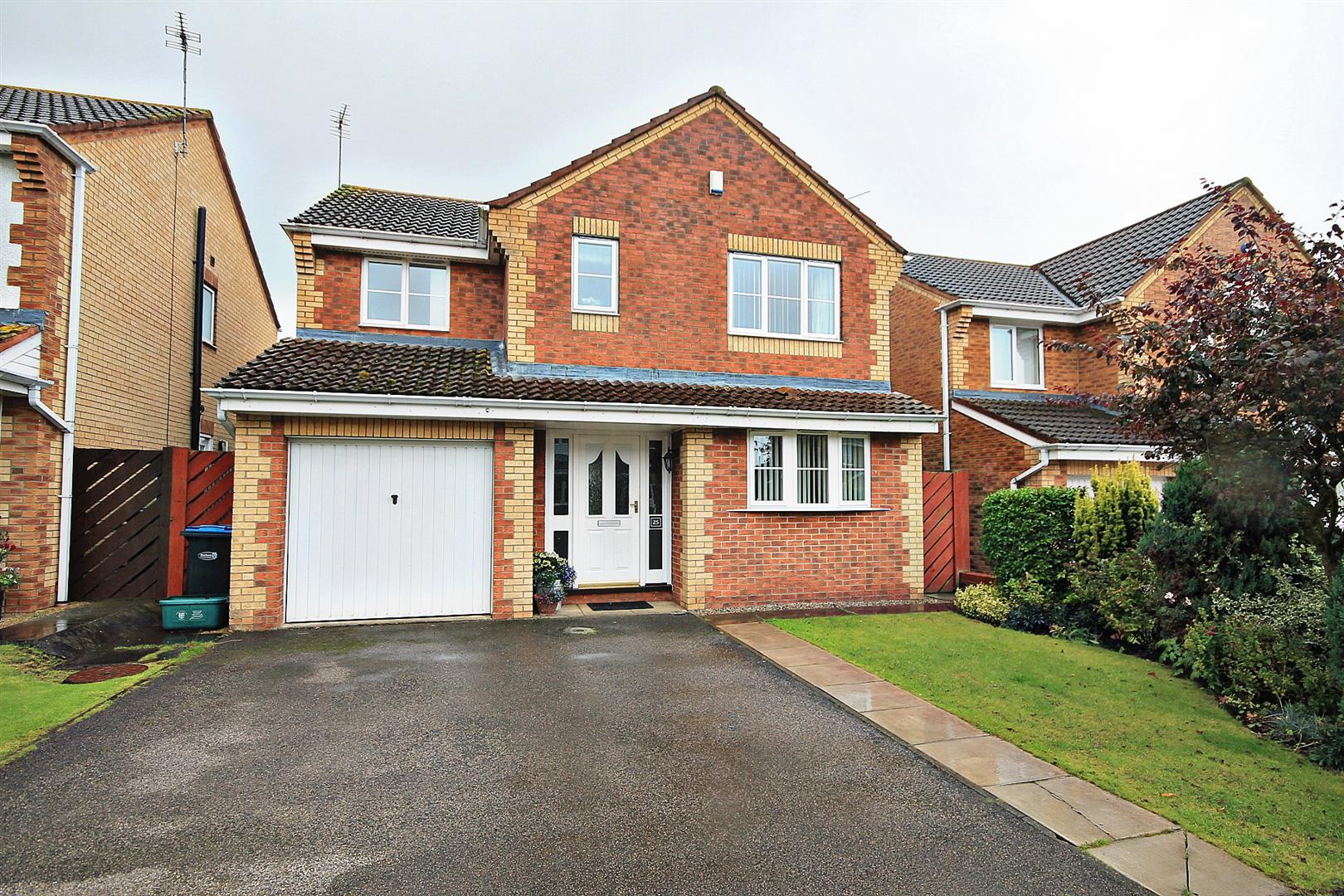 4 Bedrooms Detached House for sale in Beaumont Close, Bowburn, Durham